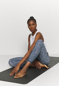 Cotton On Body - STRIKE A POSE YOGA - Leggings - baby blue - 3