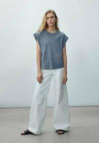 Massimo Dutti - Basic T-shirt - khaki - 0