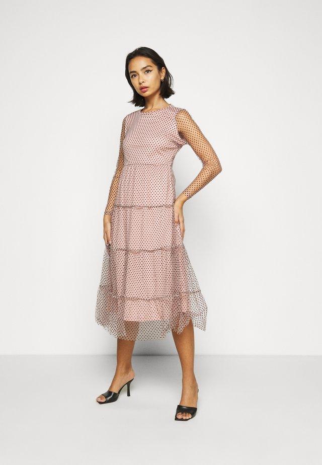 VMJUANA DRESS - Denní šaty - misty rose/black