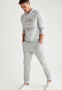 DeFacto - Pantaloni sportivi - grey - 1
