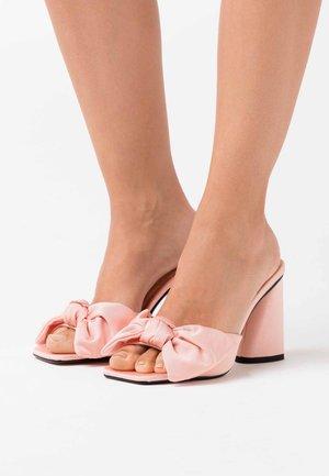 SAUCY BOW MULE - Korolliset pistokkaat - pink