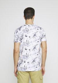 TOM TAILOR DENIM - ALLOVER PRINTED - Print T-shirt - white/navy - 2