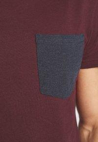 Pier One - Print T-shirt - bordeaux - 4