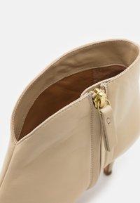 Pura Lopez - Ankle boots - cream - 6