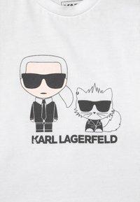 KARL LAGERFELD - BABY SET UNISEX - Print T-shirt - black - 3