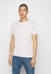 Burton Menswear London - SHORT SLEEVE CREW 5 PACK - T-shirt - bas - off white/inidgo/burgundy/dusty olive/mushroom - 6