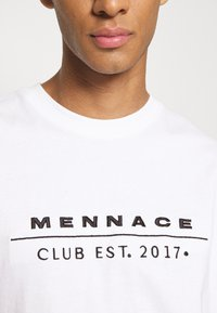 Mennace - CLUB TENNIS COURT UNISEX - Print T-shirt - white - 9
