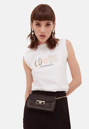 PIERRERIES - Print T-shirt - bianco