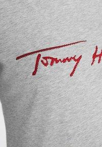Tommy Hilfiger - CARMEN  - T-shirts print - light grey - 5