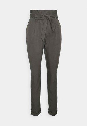VMVIVIANAEVA LOOSE PABERBAG PANT - Trousers - beluga