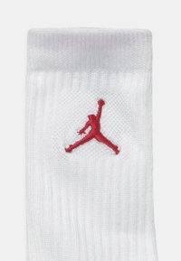 Jordan - JORDAN LEGEND CREW 6 PACK UNISEX - Urheilusukat - gym red/black - 2