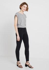 Noisy May - NMMATHILDE  - Basic T-shirt - light grey melange - 1