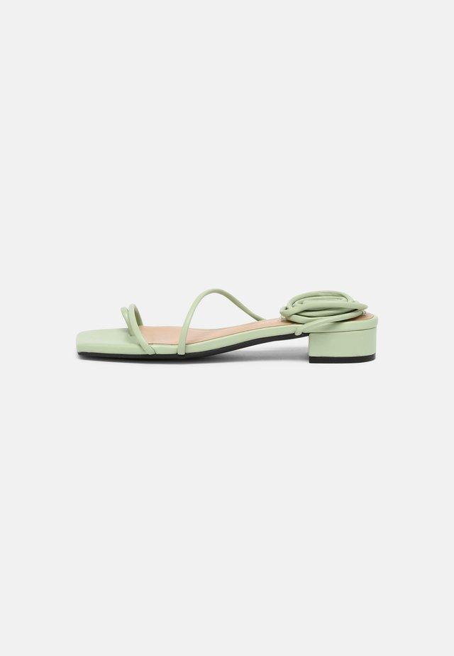 Sandály s odděleným palcem - green dusty light
