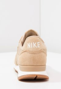 Nike Sportswear - INTERNATIONALIST - Baskets basses - sail/med brown - 4
