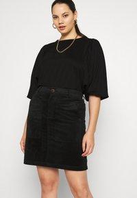 Vero Moda Curve - VMLORA ABOVE KNEE SKIRT - Mini skirt - black - 4