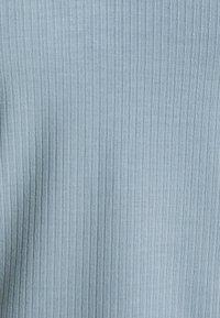 Vero Moda Petite - VMFRANCA V NECK - Top - blue fog - 2
