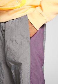 Jordan - Tracksuit bottoms - smoke grey/frosted plum - 3