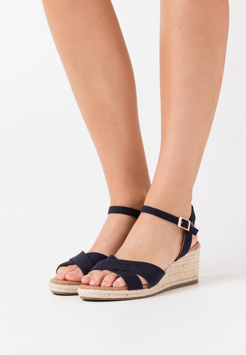 New Look Wide Fit - WIDE FIT YABBY CROSS VAMP LOW WEDGE - Loafers - navy