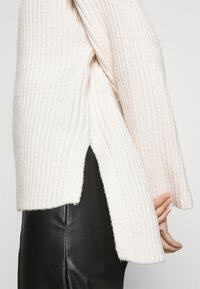 Gina Tricot - TESSA KNITTED  - Jumper - warm white - 6
