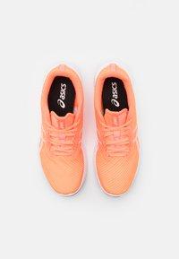 ASICS - VERSABLAST - Zapatillas de running neutras - sun coral/white - 3