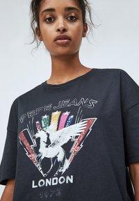 Pepe Jeans - FELISA - Print T-shirt - deep grey - 3