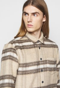 Libertine-Libertine - MIRACLE - Shirt - light brown - 3