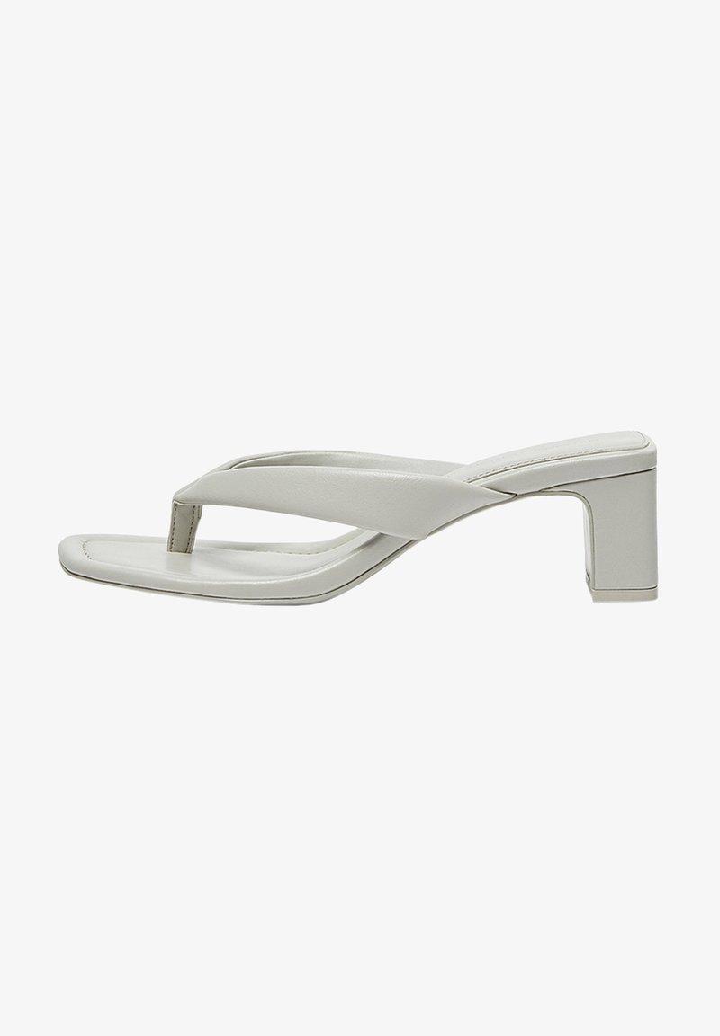 PULL&BEAR - MIT ABSATZ UND RIEMCHEN - Sandály s odděleným palcem - grey