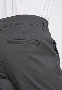 Only & Sons - ONSCAM AGED CUFF - Spodnie materiałowe - grey - 4