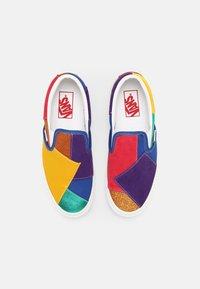 Vans - UA CLASSIC  - Slip-ons - pride patchwork/true white - 4