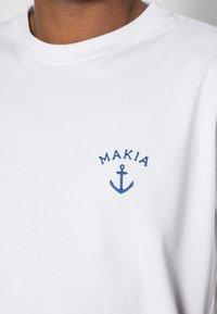 Makia - FOLKE - T-shirt basic - white - 4
