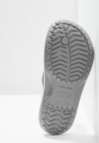 Crocs - CROCBAND FLIP UNISEX - Pool shoes - light grey/white - 4