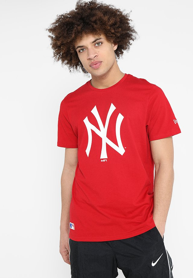 MLB YANKEES TEAM LOGO TEE - Club wear - scarlet