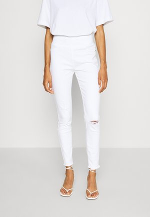 FQSHANTAL ANKLE - Slim fit jeans - bright white