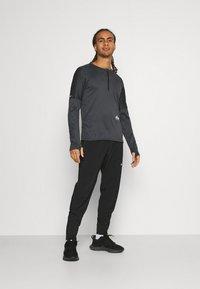 Nike Performance - TRAIL - Camiseta de deporte - black/dark smoke grey - 1