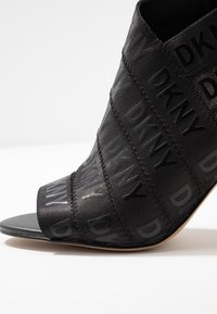 DKNY - ISSA - Kotníková obuv na vysokém podpatku - black - 2