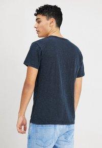 Pepe Jeans - ESSENTIAL TEE - Print T-shirt - 561indigo - 2
