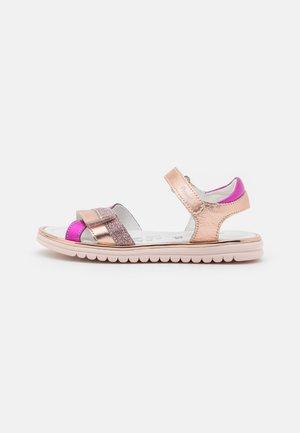 Sandaalit nilkkaremmillä - rame/magenta