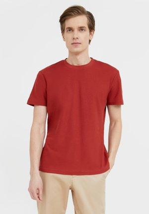 Basic T-shirt - red brown