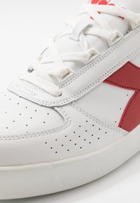 Diadora - B.ELITE - Zapatillas - white/ferrari red - 5
