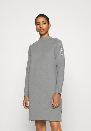 FUNNEL NECK LOGO DRESS - Pouzdrové šaty - mid grey heather