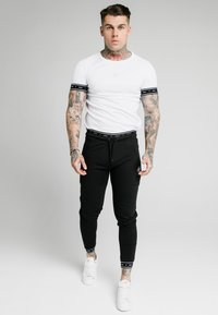 SIKSILK - ACTIVE MUSCLE FIT - Trainingsbroek - black - 0