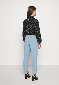 ONLY Petite - ONLVILDA ASTRID CIGARETTE PANT - Pantaloni - faded denim - 2