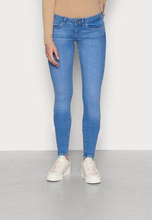 ONLCORAL - Skinny džíny - light blue denim