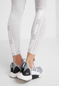 Puma - AMPLIFIED LEGGINGS - Collants - light gray heather - 4