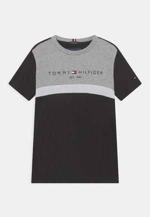 ESSENTIAL COLORBLOCK TEE - T-shirt imprimé - black