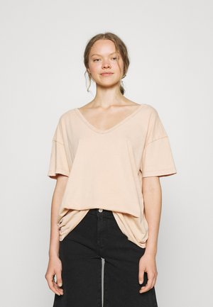 WEB ONLY  V NECK TEE - Basic T-shirt - natural nude