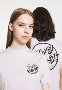 Santa Cruz - JAPANESE DOT EXCLUSIVE UNISEX - T-shirt imprimé - lavander - 3