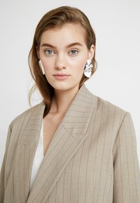 Weekday - MELODY EARRINGS - Pendientes - silver-coloured - 1