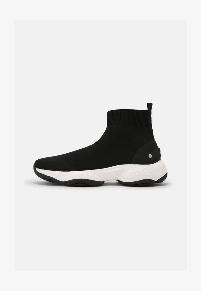 SLOPE TOP SOCK RUNNER - Sneakers hoog - black