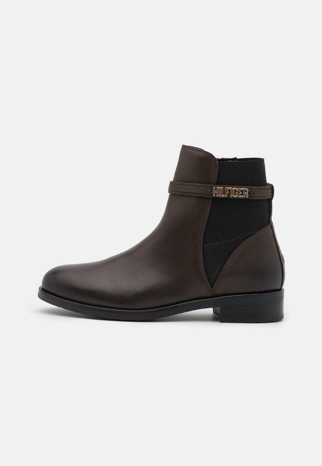 LAINIE - Kotníkové boty - cocoa